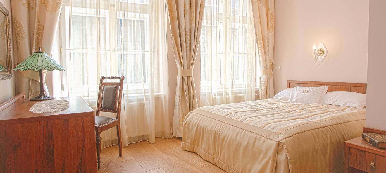 Pokoje i apartamenty urządzone są w sposób klasyczny